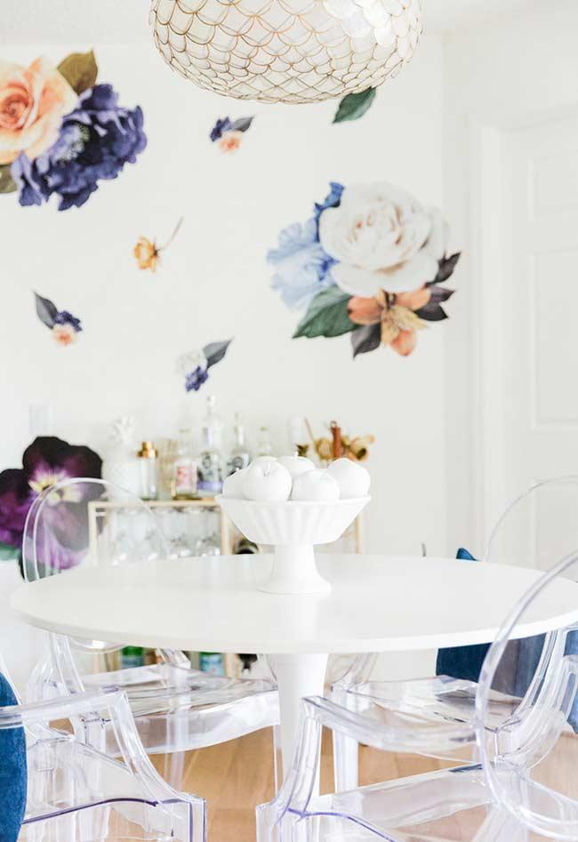 Papel branco com super flores para um ambiente bem feminino