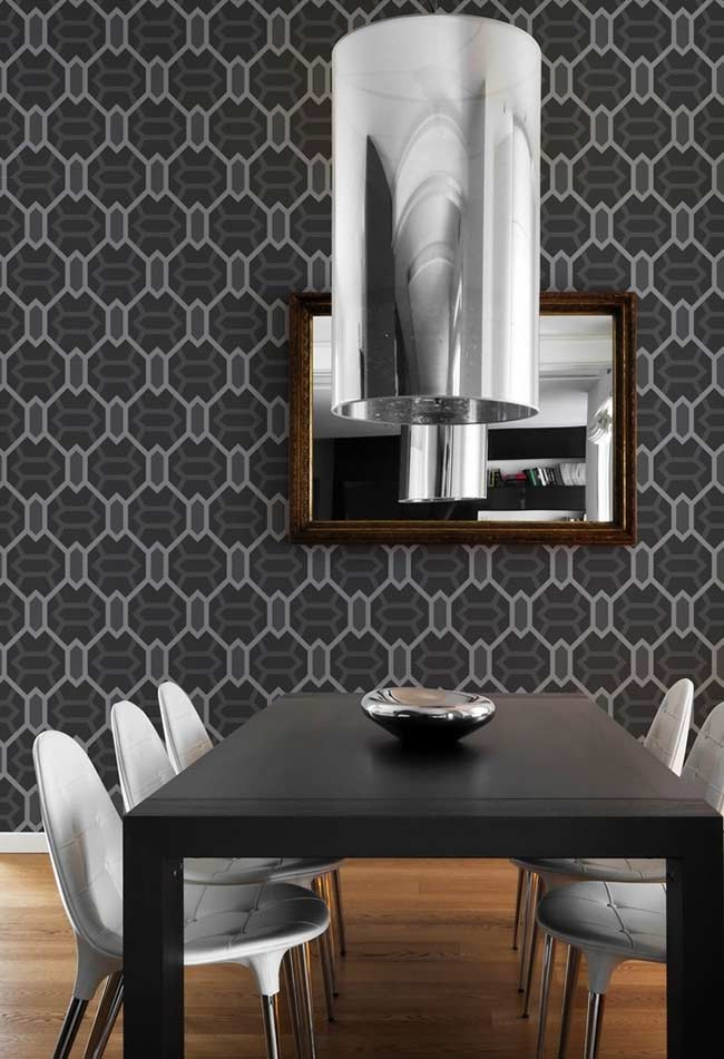 Tons de cinza no papel de parede da sala