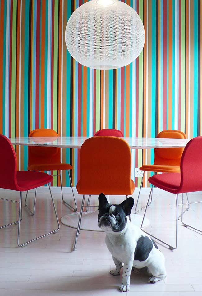 Listras verticais super coloridas para a sala de jantar
