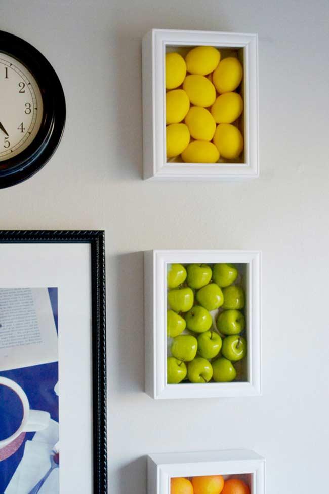 Frutinhas em molduras de madeira