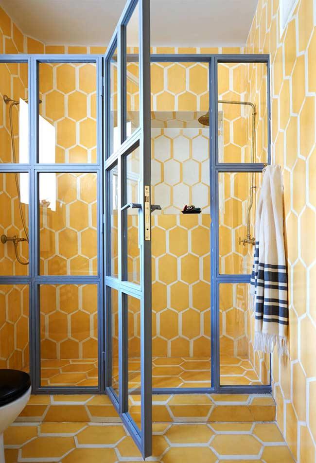 Amarelo por todo o banheiro