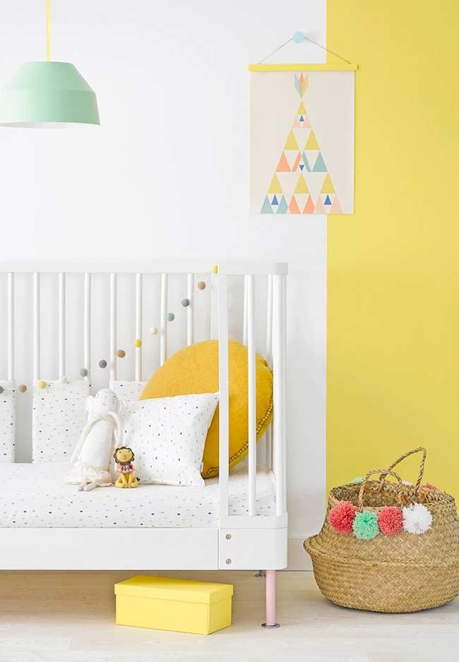 Quarto de bebê com tonalidade mais clara do amarelo