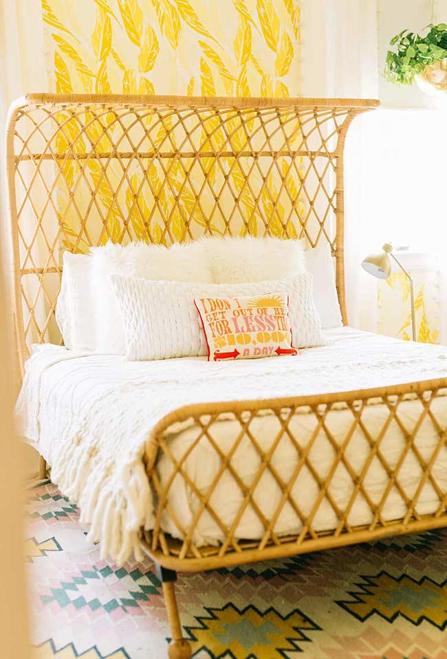 Quarto com decoração amarelo açafrão