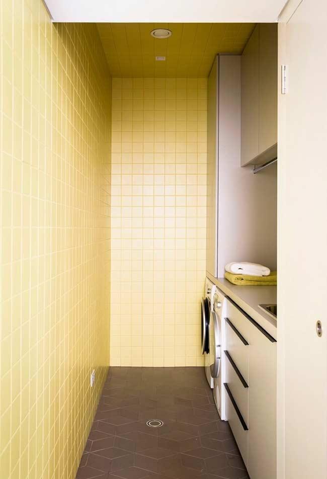 Área de serviço com revestimento amarelo