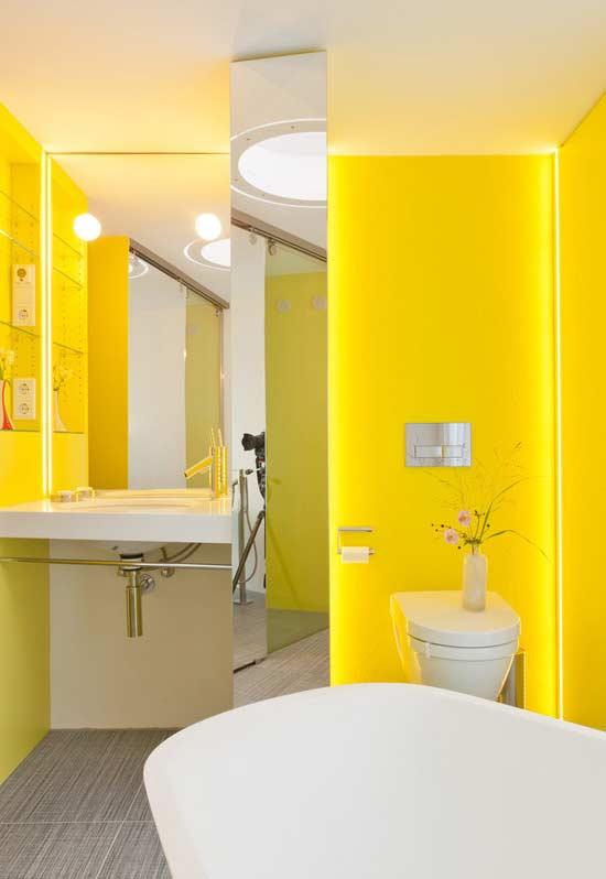 Amarelo com iluminação em fita de LED