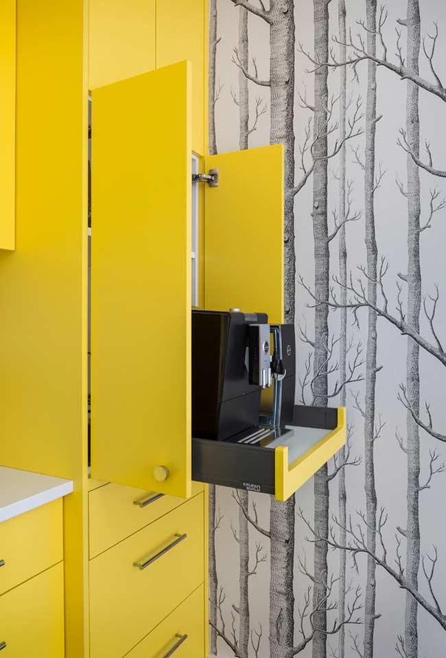 Armário amarelo totalmente vibrante