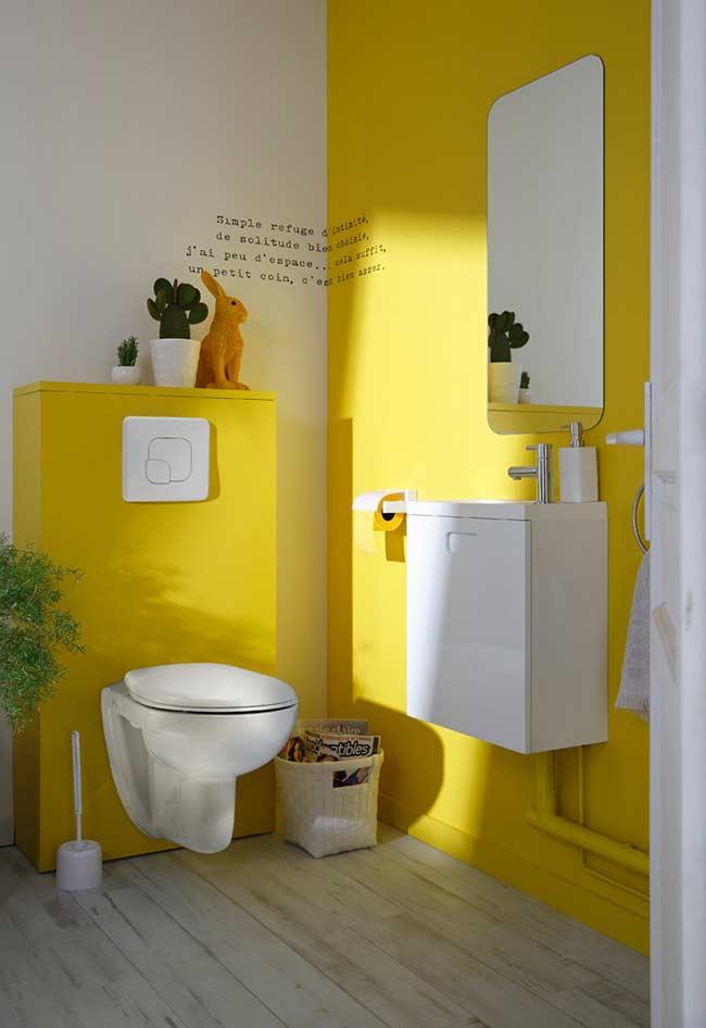 Amarelo na parede que recebe iluminação direta