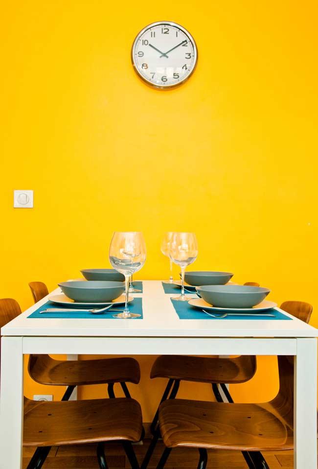 Cor amarela para a sala de jantar