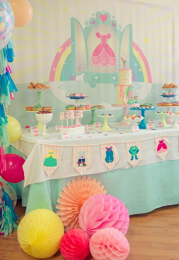 Decoração da mesa principal para princesinha