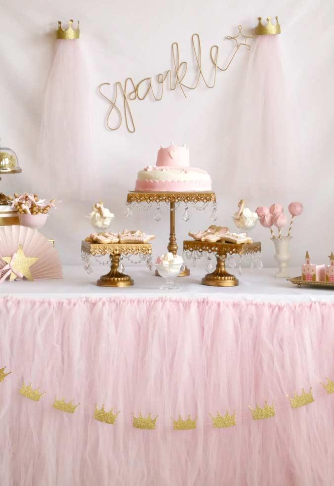 Rosa e dourado como as cores principais da festa Princesa