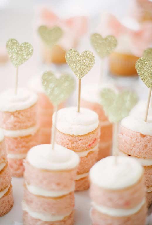 Mini naked cake rosa para decoração da festa Princesa