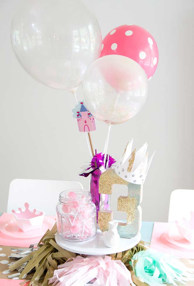 Balões na decoração da festa Princesa