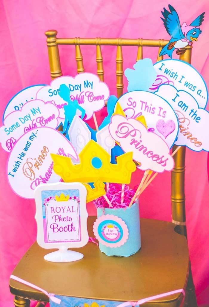 Cantinho das fotos para festa Princesa com plaquinhas divertidas