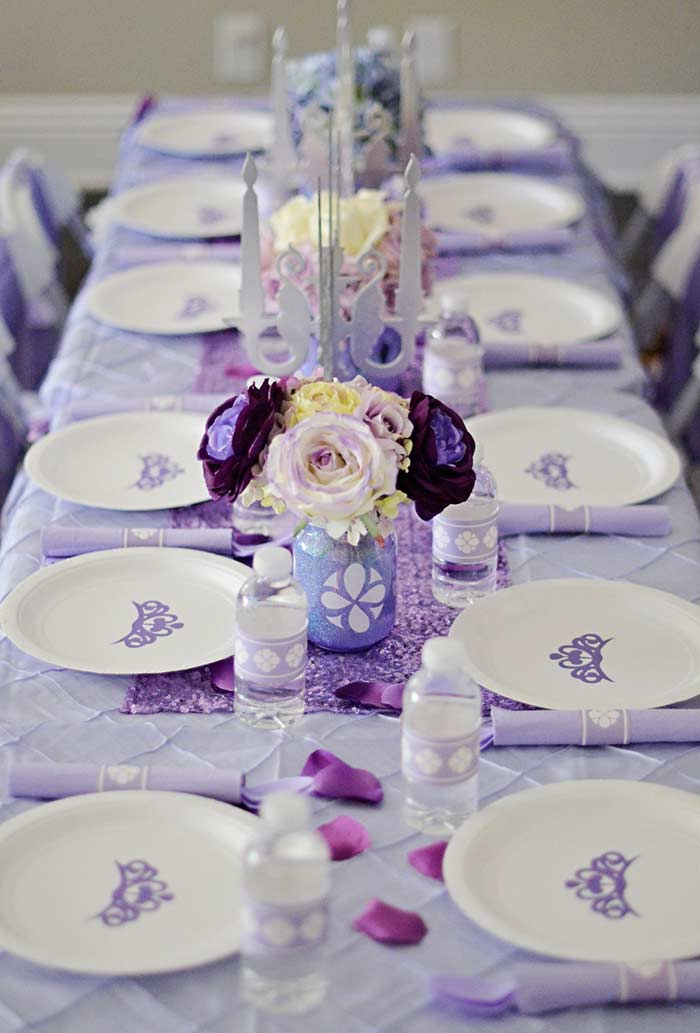 Itens descartáveis para a decoração da festa Princesa