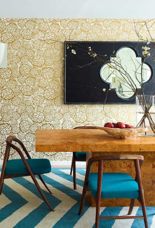 Papel de parede com flores douradas