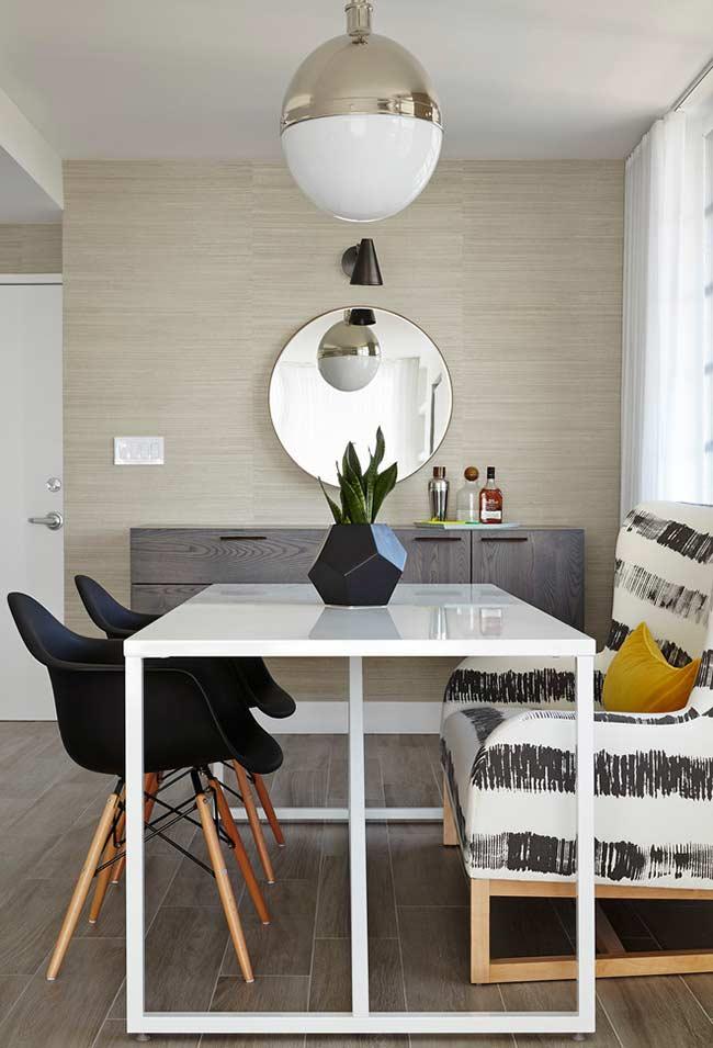 Papel de parede para sala de jantar bege com padrão horizontal