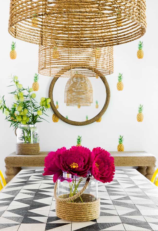 Papel de parede com pequenos abacaxis
