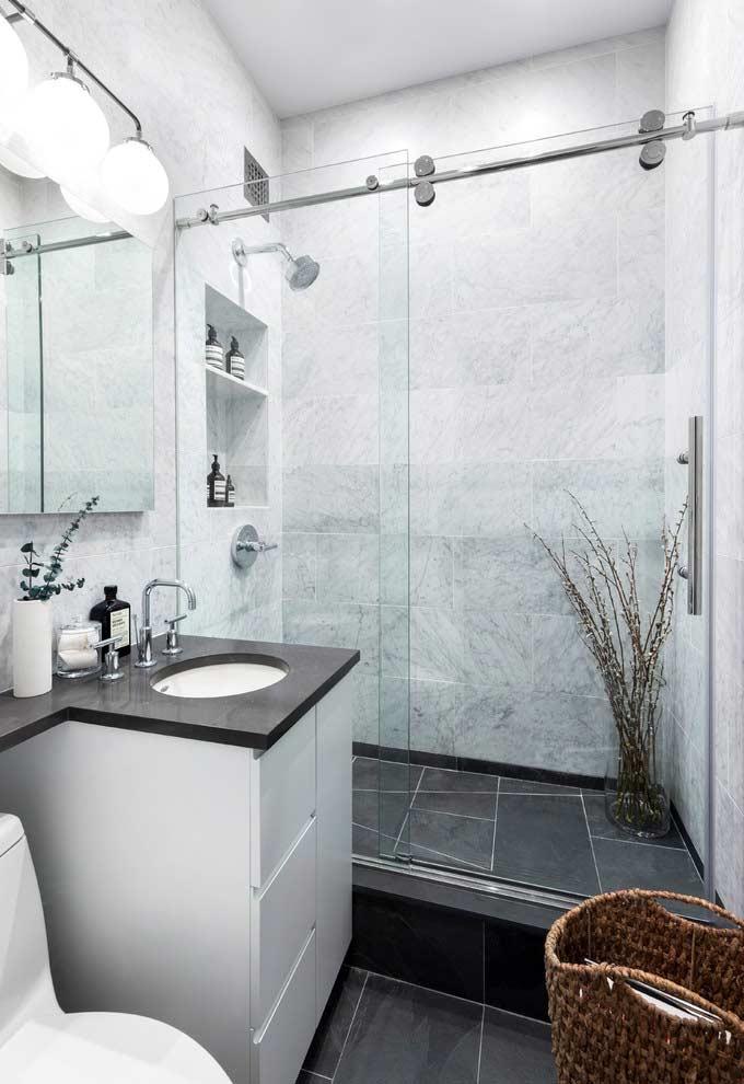 Armário de banheiro pequeno e compacto