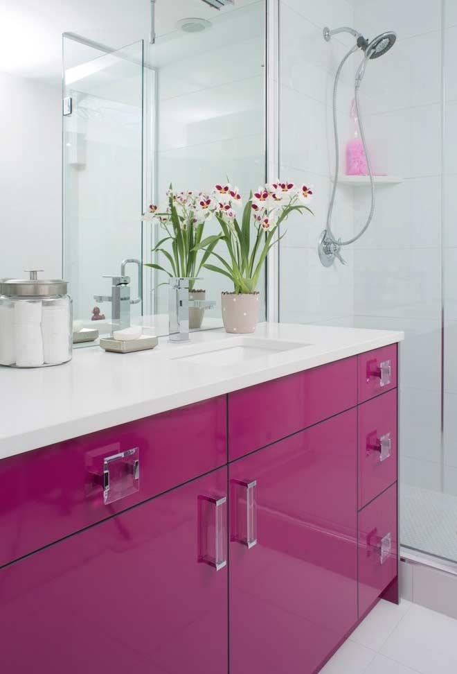 Armário com acabamento esmaltado pink