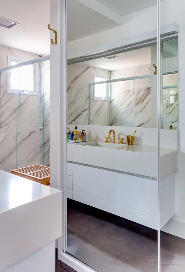 Armário de banheiro branco