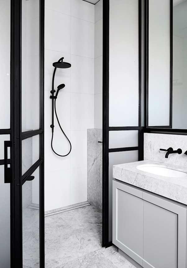 Armário de banheiro até o piso
