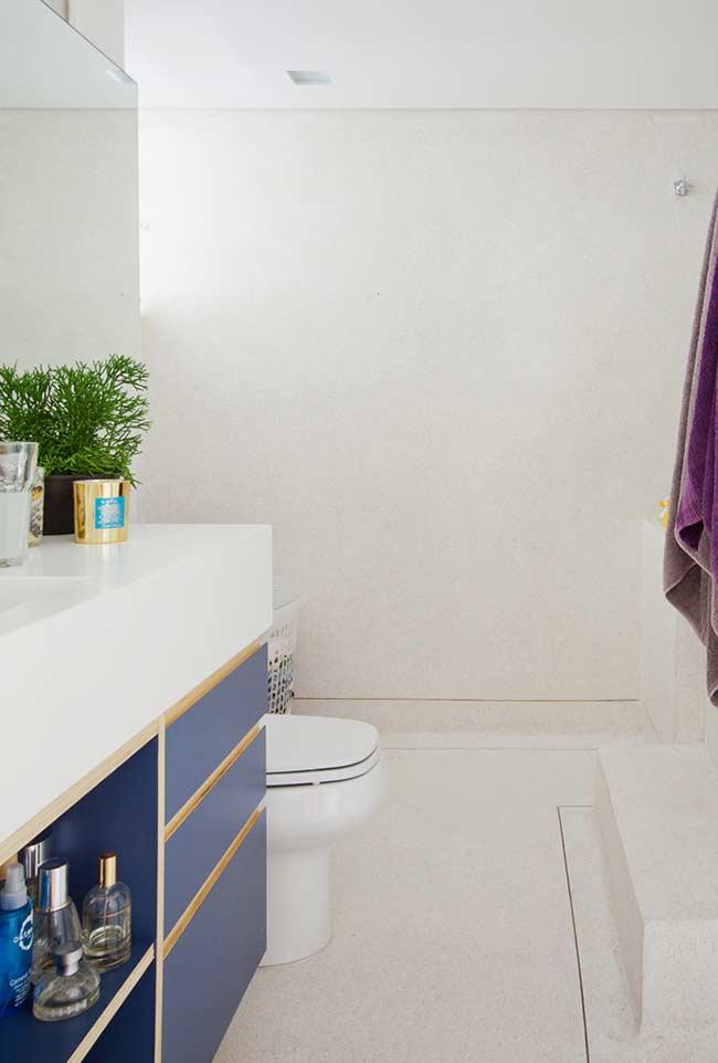 Armário de banheiro com gavetas e nichos