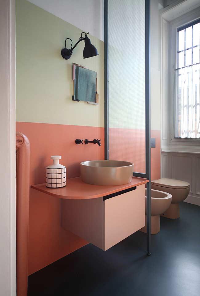 Armário de banheiro com estilo contemporâneo