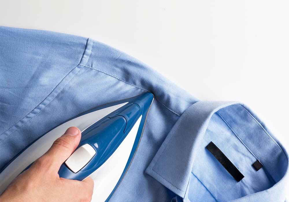 Como passar camisa social: ombros