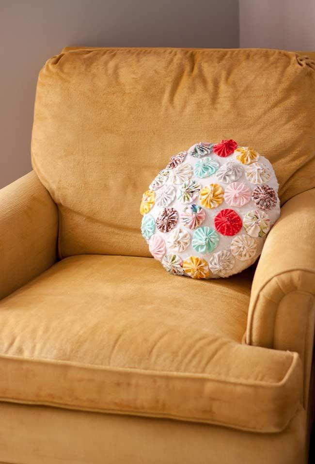 Como fazer fuxico: almofada decorada para poltrona com fuxico