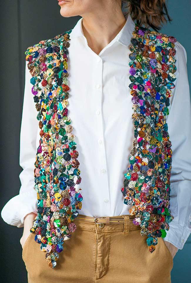 Como fazer fuxico: colete super fashion e colorido