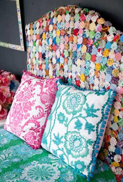 Fuxicos com diversos estilos e cores para cabeceira de cama