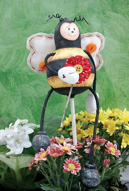 Boneco de abelha grande com fuxico