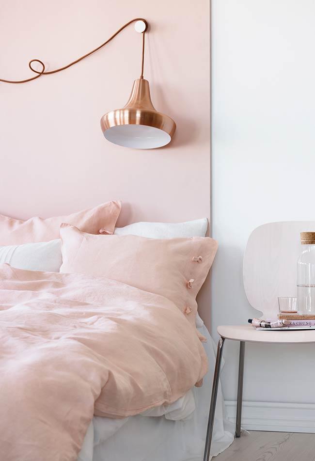 Quarto minimalista rosado