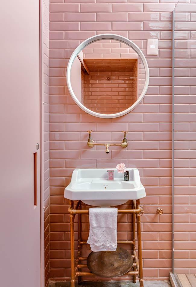 Banheiro rosa retrô