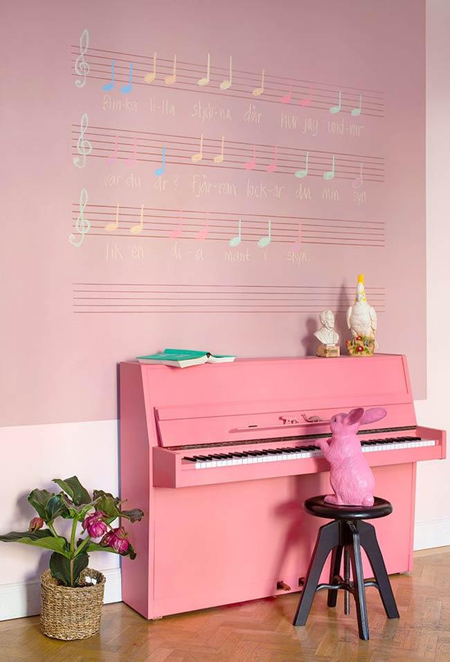 Rosa da parede até o piano