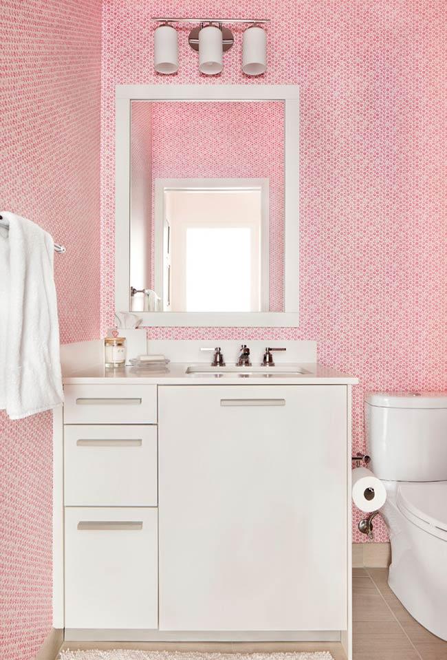 Banheiro com pastilha de vidro