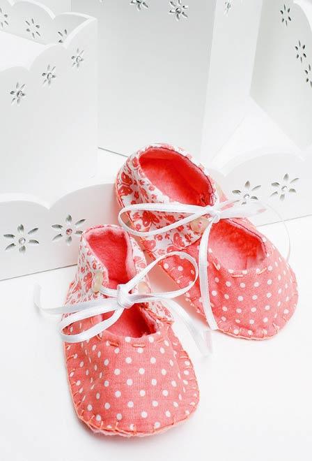 Sapatinho de bebê com patchwork