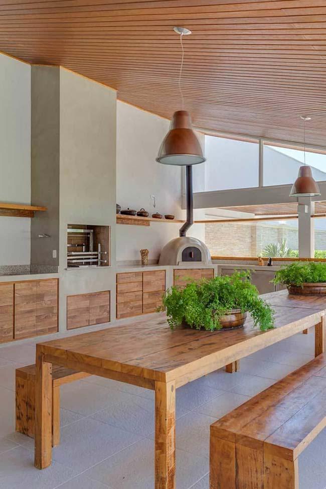 Churrasqueira com madeira e concreto: equilíbrio perfeito!