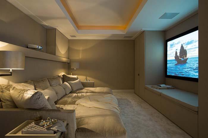 Sala de cinema em casa isolada de tudo