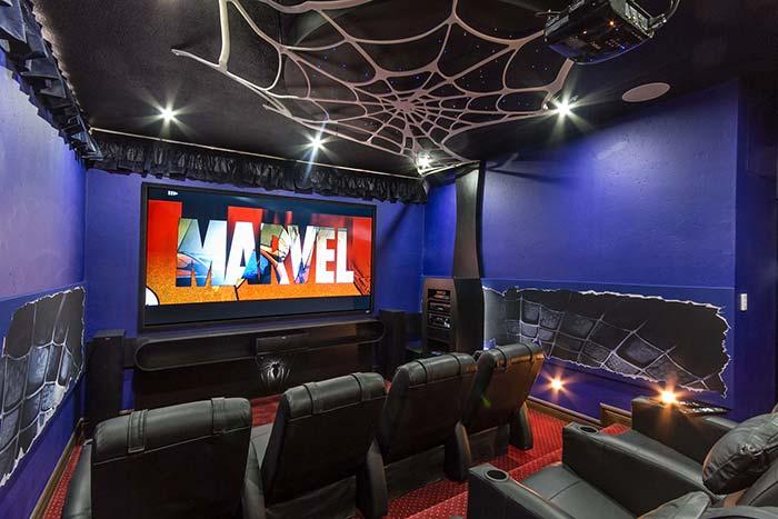 Cinema em casa para fãs de quadrinhos
