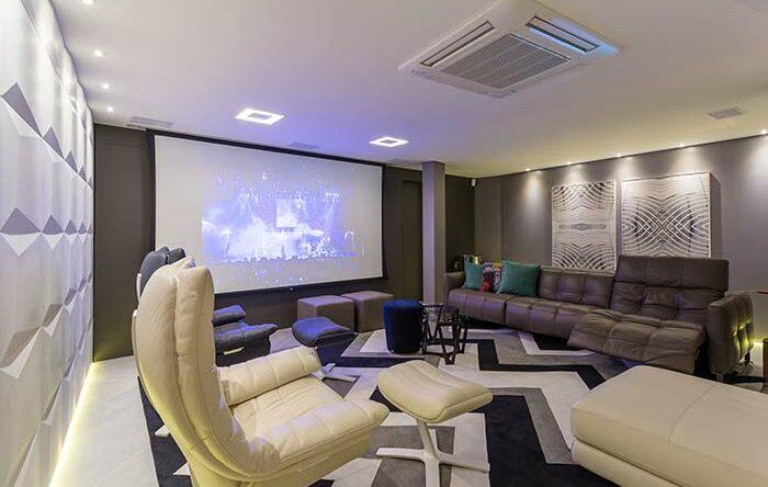 Cinema em casa: 70 projetos perfeitos para ter como referência