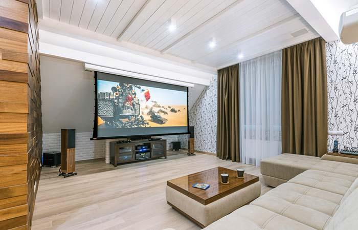 Cinema em casa com telão