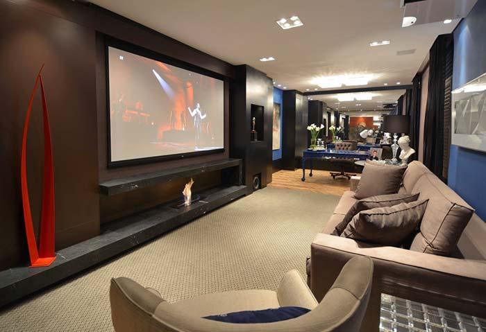 Sala de cinema em casa clássica e retrô