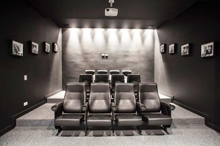 Cinema em casa preto e branco