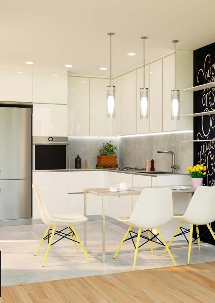 Cozinha em L branca com balcão