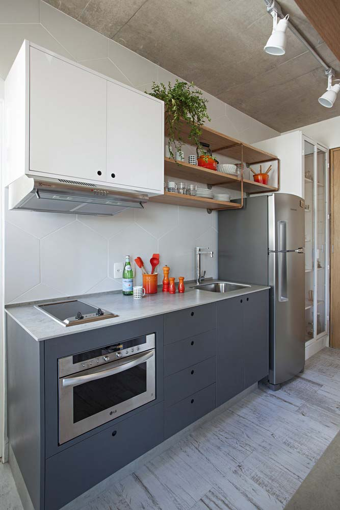 Cozinha simples com madeira