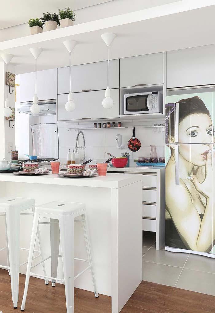 Cozinha simples com pendentes