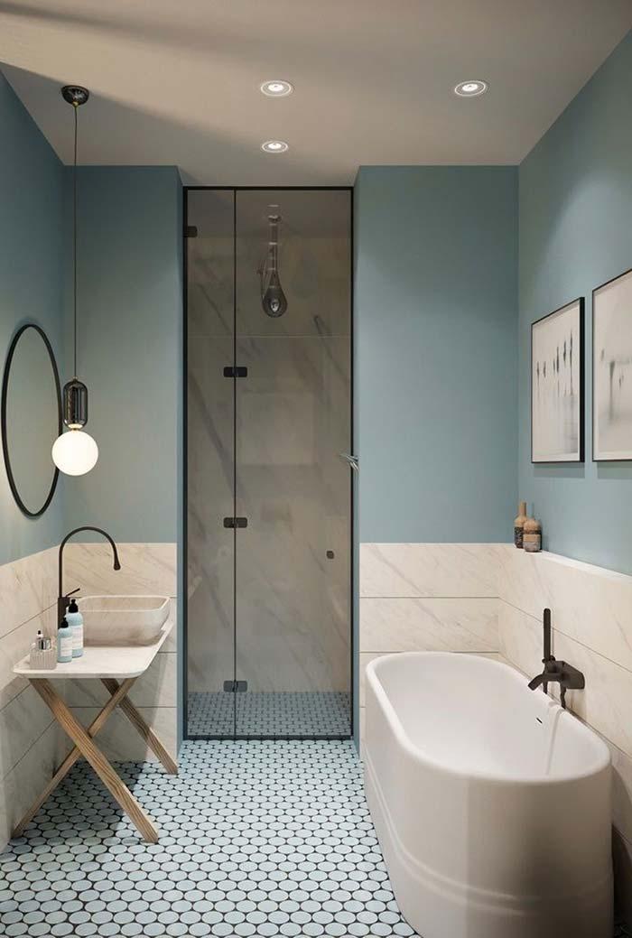 Banheiro com meia parede azul pastel