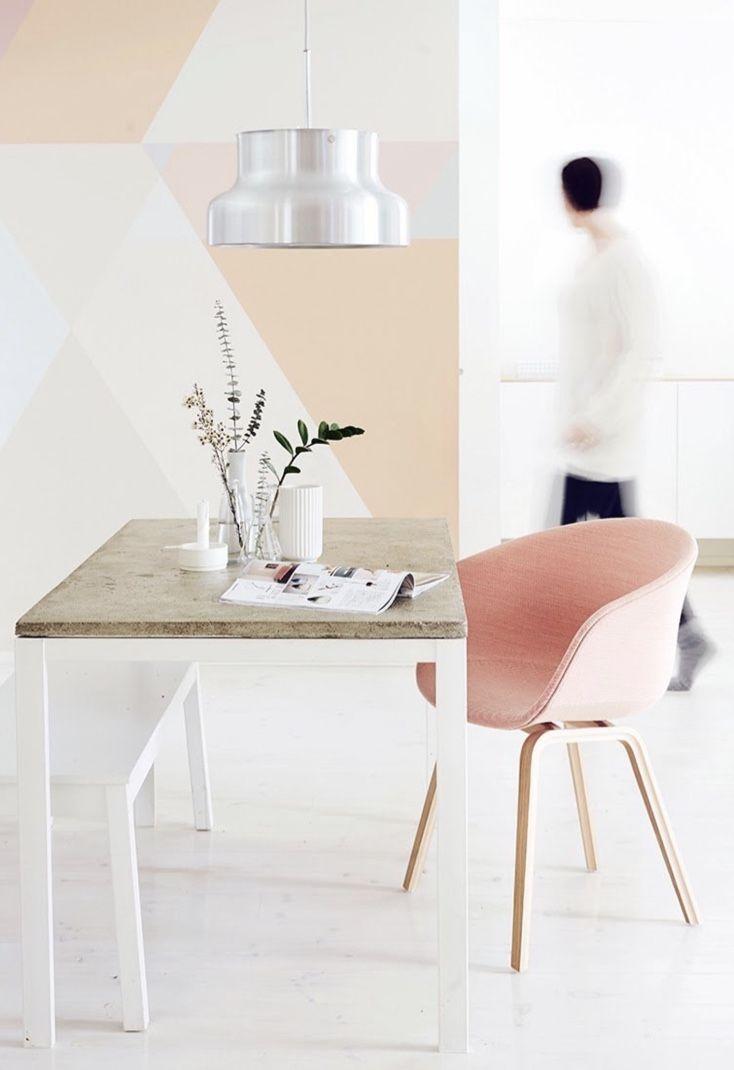 Procure móveis coloridos em tons pastéis para decorar o seu ambiente