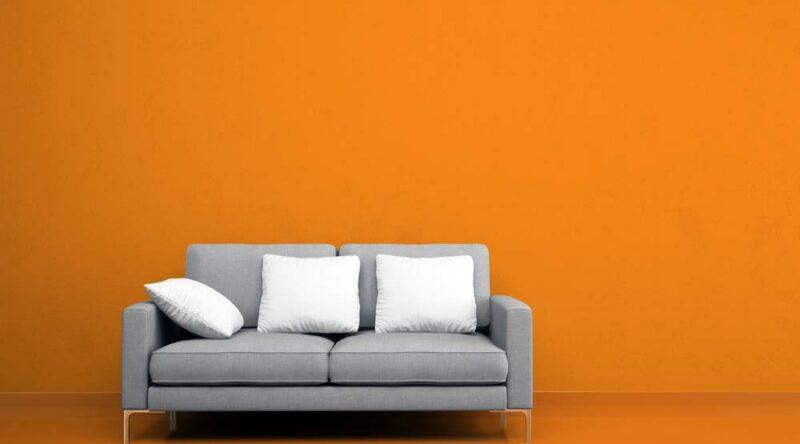 Como limpar sofá de tecido: dicas e passo-a-passo prático